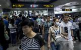 2017年7月19日、上海市地下鉄の構内の様子。(JOHANNES EISELE/AFP)