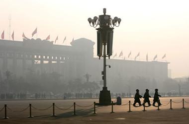 中国財政部の統計によると、17年中国の社会安定維持費は同年国防費を約20%上回った。(Cancan Chu/Getty Images)