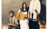 于宙とバンドのメンバー写真左が于宙(大紀元)