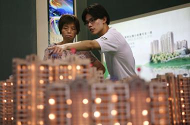 中国メディアはこのほど、国内上場不動産企業の債務が拡大していると報道した(China Photos/Getty Images)