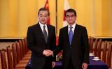 中国の王毅外相が15日、約9年ぶりに来日し、河野外相と会談した (BEHROUZ MEHRI/AFP/Getty Images)