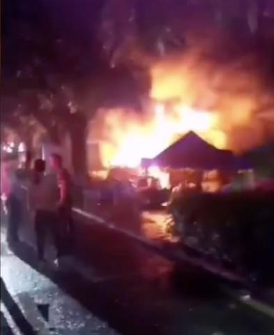 広東省のカラオケ店で今日未明、放火事件が起きた。(スクリーンショット)