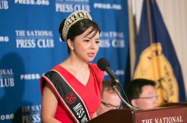 12月18日、米記者クラブで会見するアナスタシア・リンさん (撮影 Lisa Fan/Epoch Times)