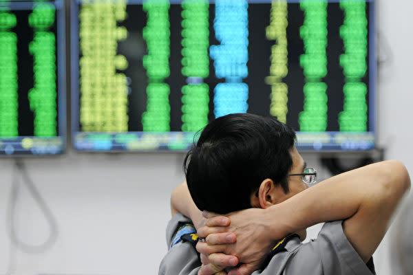 21日の中国株式市場では、米中貿易摩擦の激化の嫌気で、上海総合終値は2年ぶりの低水準になった(AFP/Getty Images)