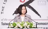 6月25日、台北市で開かれた「台湾民主基金会」創設15周年記念祝典に出席した蔡英文総統(陳柏州/大紀元)