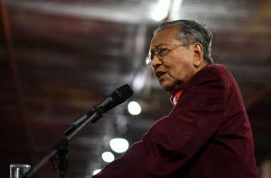 2018年8月、マレーシアのマハティール首相が訪中し、同国での「一帯一路」インフラ事業に関して中国側と再交渉した(MANAN VATSYAYANA/AFP/Getty Images)