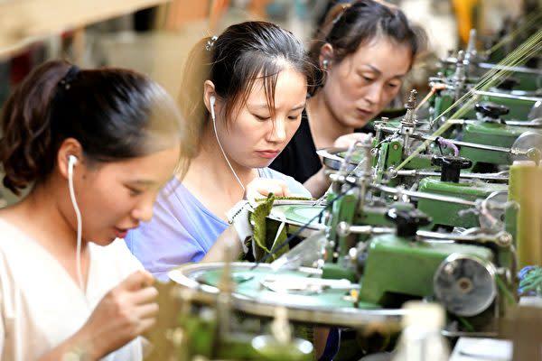 中国国内のシンクタンクがこのほど発表した調査によると、中国の家計債務の規模は2008年世界金融危機発生前の米国水準に匹敵する(STR/AFP/Getty Images)