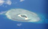 2017年4月21日撮影されたスプラトリー諸島のサンゴ礁(TED ALJIBE/AFP/Getty Images)