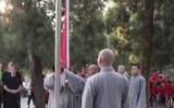 中国の少林寺で創建1500年以来初めての国旗掲揚が行われた(スクリーンショット)