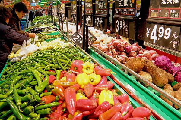 中国国内の専門家は、消費低迷・不景気を表すリップスティック効果が中国に現れていると指摘(Getty Images)