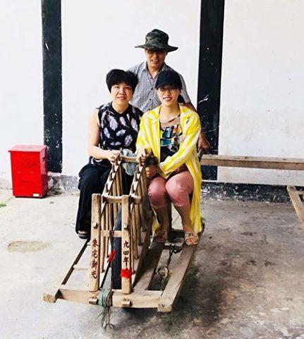中国P2P金融投資家の王倩さんの生前の写真(右、関係者が提供)