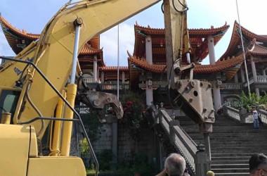 台湾の彰化県政府は、同県にある碧雲禅寺の男性所有者が寺内で中国の国旗を掲揚しているのを受けて、26日違法建築物があるとして寺の一部を強制的に取り壊した(中央社)