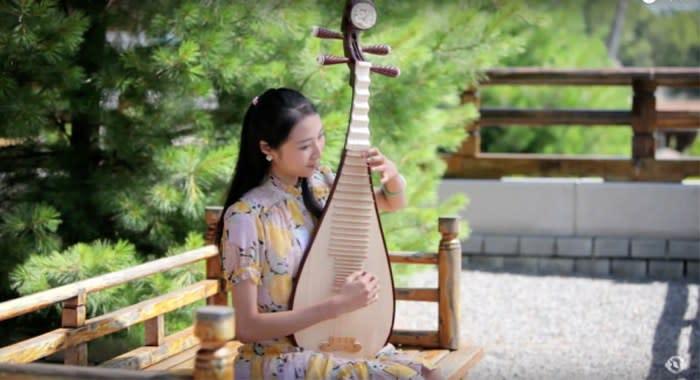 神韻芸術団の琵琶演奏者(イメージ・YouTubeスクリーンショット)