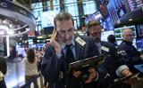 10日と11日米国株式市場株価の下落を受けて、中国株式市場を含む世界同時株安となった(Drew Angerer/Getty Images)