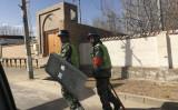 2018年2月、新疆ウイグル自治区ホータンで巡回している武装警察(BEN DOOLEY/AFP/Getty Images)