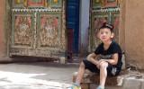 ウルムチの少年 参考写真(Evgeni Zotov)