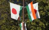10月下旬、インドのモディ首相の来日に合わせて、霞が関では両国の国旗が掲げられた(MofaJapan_ITPR)