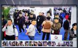 昨年10月24日、北京で開催された第14回公共安全保障の中国国際展示会で、顔認証システムを搭載した監視カメラが展示された(NICOLAS ASFOURI/AFP/Getty Images)