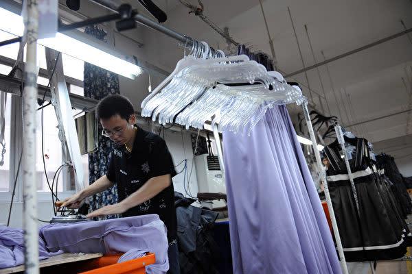 中国にある華南米国商工会議所の調査によると、米中貿易戦の影響で約7割の米企業が中国での投資を遅らせ、生産ラインの一部または全部を中国から他の国に移転しようと検討している(Photo by China Photos/Getty Images)