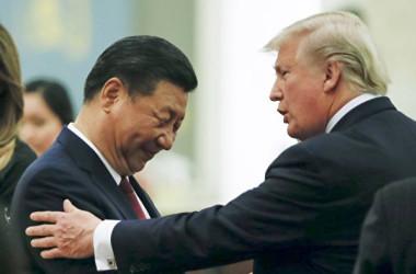 2017年11月9日、訪中したトランプ米大統領と中国の習近平国家主席(Thomas Peter – Pool/Getty Images)