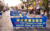米国の法輪功愛好者は10月21日、ニューヨーク市で中国当局による弾圧の実態を伝えるためパレードを進行した(明慧網より)