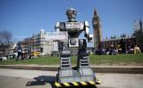 2013年4月、イギリス・ロンドンで殺人ロボット開発について、禁止を呼び掛けるイベントが行われた(Oli Scarff/Getty Images)