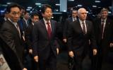 ASEANおよびAPECに出席するペンス米副大統領は、12日に来日する。写真はピョンチャン五輪で面会した安倍首相とペンス副大統領(Carl Court/Getty Images)