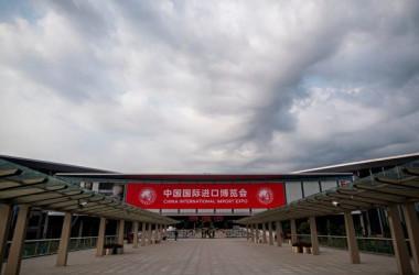 中国当局は今月5~10日の日程で上海で「第一回中国国際輸入博覧会」を開いた(JOHANNES EISELE/AFP/Getty Images)