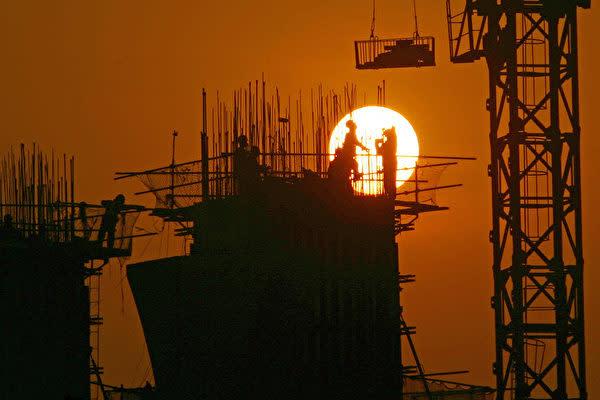 中国人民銀行が13日公表した融資関連統計は、中国の景気減速が一段と進んでいることを浮き彫りにした(China Photos/Getty Images)