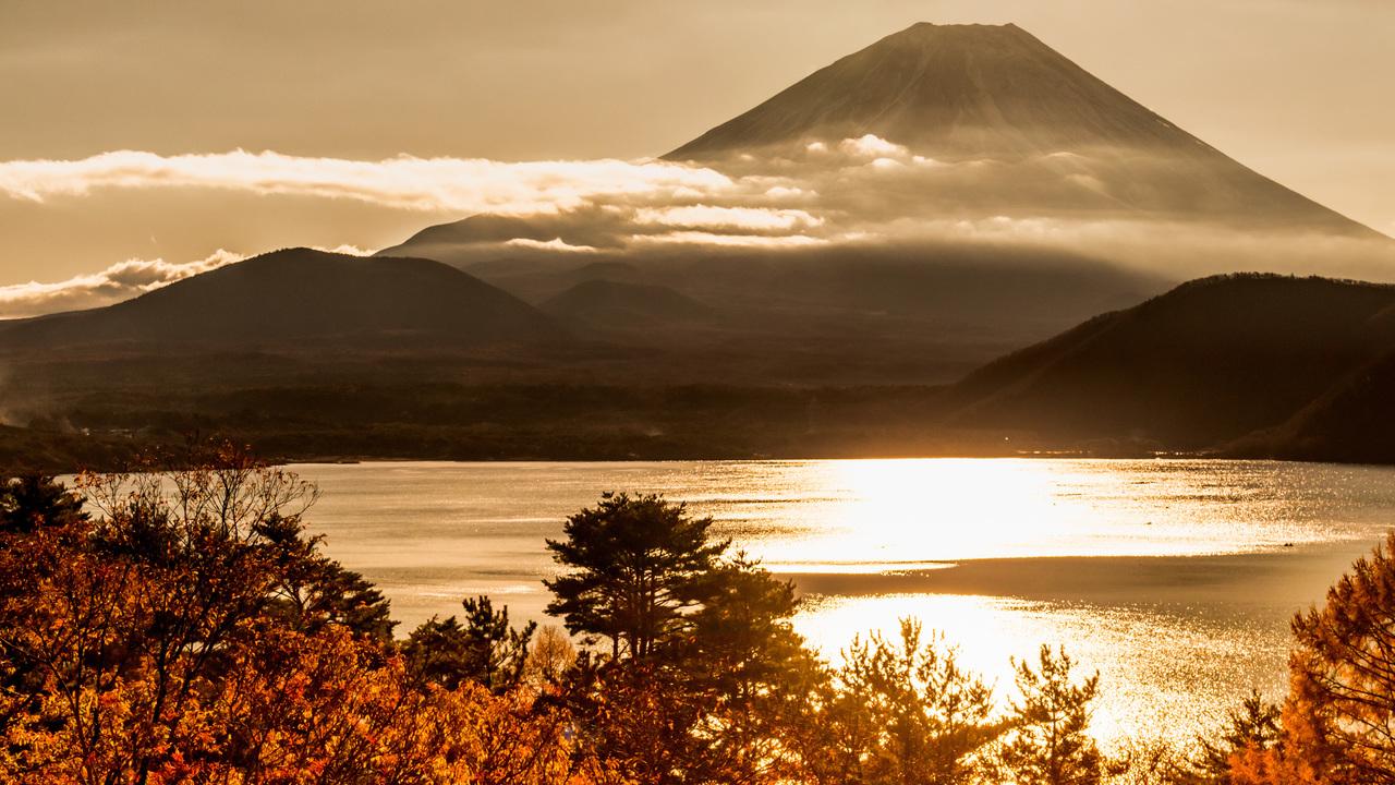 山梨県 朝陽を浴びる富士山、Koichi-Hayakawa、(CC BY 4.0)