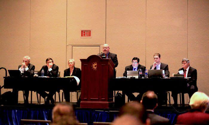 11月11日ワシントンで米国医師会総会に向けた事前会議が開催され、中国の臓器移植ビジネス化を防ぐための決議案が提出された (Jennifer Zeng/The Epoch Times)