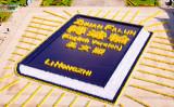 台北市の中正紀念堂の「自由広場」で2018年11月24日、5400人の法輪功学習者が英語版『転法輪』書籍の人文字を表現した(大紀元)