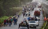 米国を目指す中米諸国の移民キャラバンについて、ペンス副大統領や一部の米メディアは左翼団体が資金を提供していると指摘した(PEDRO PARDO/AFP/Getty Images)