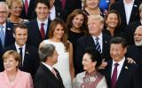 2017年7月、ドイツのハンブルグで行われた世界経済主要国サミットG20で集合写真の一幕(Stefan Rousseau/Getty Images)