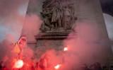 パリの凱旋門に集まるデモ隊(Photo by Veronique de Viguerie/Getty Images)