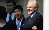 12月1日に行われた米中首脳会談にホワイトハウスのビーター・ナバロ国家通商会議(NTC)委員長(右)も出席した(Getty Images)