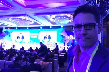 NGO国際危機グループ(ICG)によると、同組織の北東アジア担当上級顧問で元カナダ外交官のマイケル・コブリ氏が中国で拘束された。写真は2017年11月16日、北京で開かれた商業イベントに参加するコブリ氏(@MichaelKovrig)