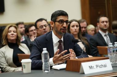 12月11日、米議会司法委員会の公聴会で証言するグーグルCEOサンダー・ピチャイ氏(Alex Wong/Getty Images)