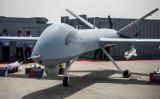 2012年、第9回中国航空宇宙展示会で、中国航空工業集団の軍用ドローン・翼竜が展示された(PHILIPPE LOPEZ/AFP/Getty Images)