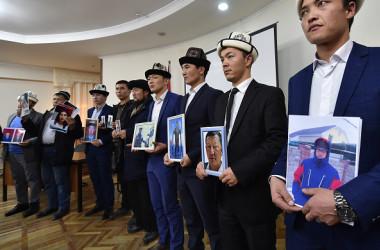 キルギスのウイグル族は11月29日首都ビシュケクで、中国新疆ウイグル自治区における収容問題の周知のため、記者会見を開いた(VYACHESLAV OSELEDKO/AFP/Getty Images)
