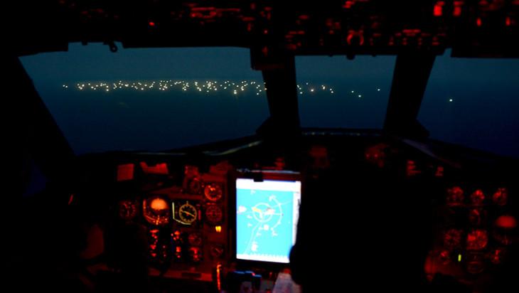 アルゼンチンの巡視船が違法操業を取り締まるために巡回する (La Gaceta Marinera)