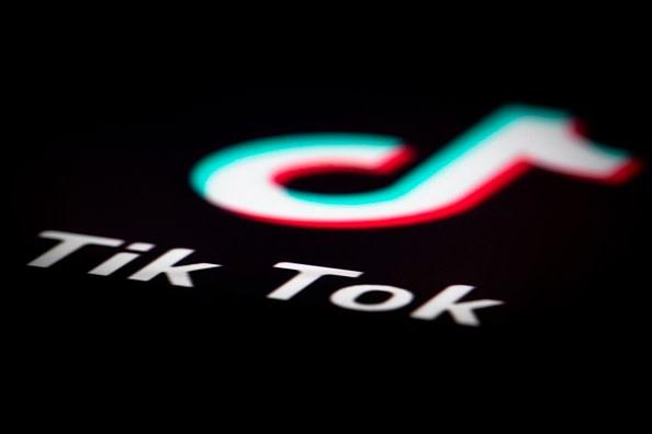 米シンクタンクは、世界各国の若者を魅了した中国発のショート音楽動画共有アプリ「TikTok(ティックトック)」について、ユーザー情報が中国当局に渡る可能性があると警鐘を鳴らした(JOEL SAGET / AFP / Getty Images)