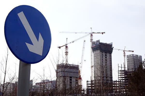 ロイター通信によると、中国当局は今年の国内総生産(GDP)成長率目標を「6~6.5%」に引き下げると検討している(大紀元資料室)