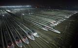 写真は湖北省武漢市にある高速鉄道の整備工場(AFP/Getty Images)