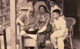 妻と一緒に台湾桃園の角板山で料理をしている蒋介石(鍾元/大紀元)