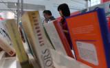 2017年8月、北京で開かれた国際書籍展示会の様子(GREG BAKER/AFP/Getty Images)