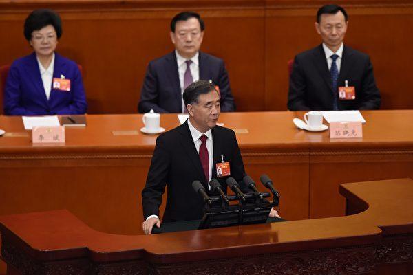 中国の汪洋・全国人民政治協商会議主席は3月3日、活動報告をした(WANG ZHAO/AFP/Getty Images)