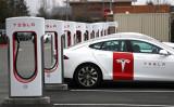 中国当局はこのほど、米電動自動車メーカー、テスラの新型セダン「モデル3」の通過手続きを停止した(Justin Sullivan/Getty Images)