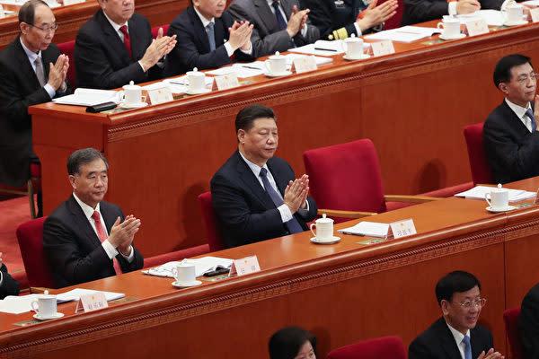 中国の習近平国家主席は3月5日、全国人民代表大会に出席した (Andrea Verdelli/Getty Images)