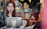 オランダの非営利組織GDI基金によると、個人情報の保護対策を講じられていない中国のデータベースから、3億件以上の個人情報が漏えいした(PHILIPPE LOPEZ/AFP/Getty Images)